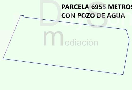 PARCELA CON 6955 METROS Y POZO DE AGUA